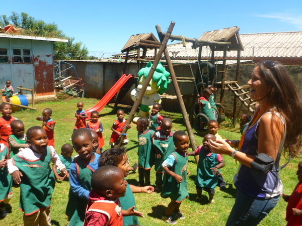 Emzingo Fellows working with kids at Nanga Vhutshilo, South Africa.