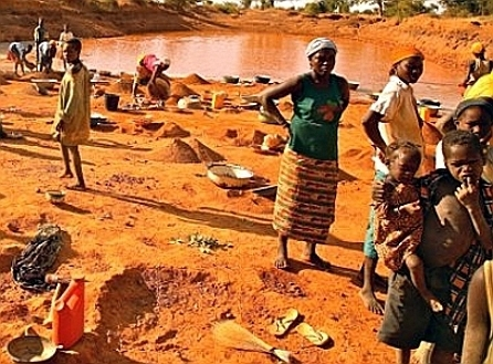 Women & Kids in mining pit