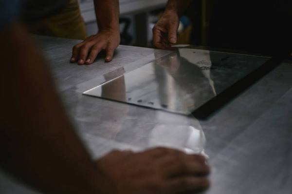 Mirrors, wooden boards and various papers were printed
