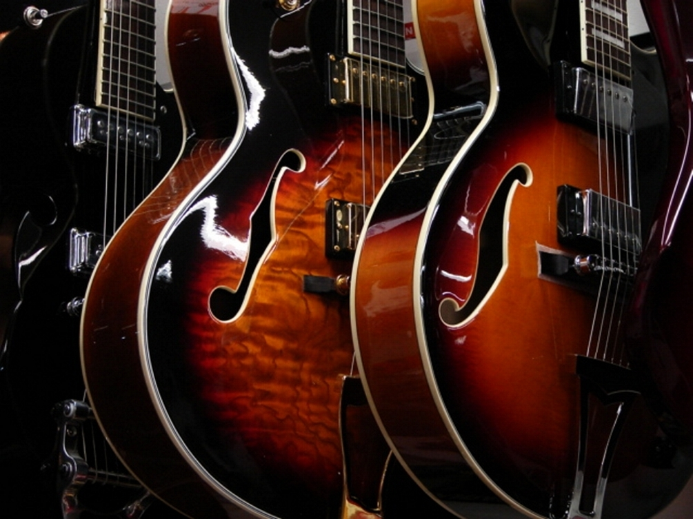 20130228120132-guitars